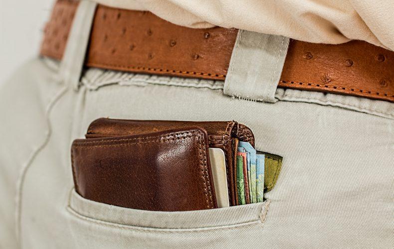 O que é melhor: dinheiro em espécie, cartão pré-pago ou cartão de crédito?